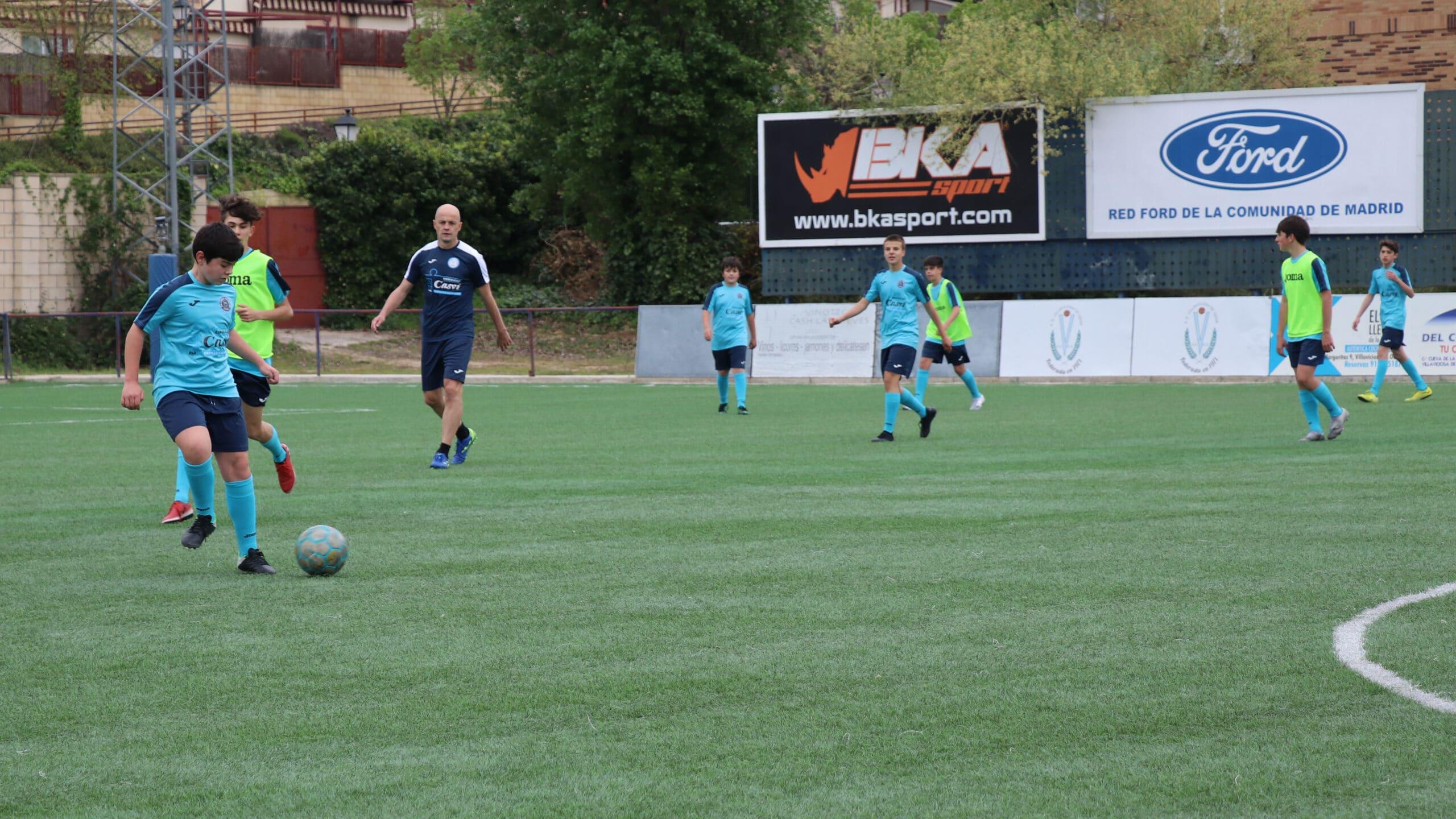 Alumnos de la Escuela Profesional de Fútbol Casvi Football Academy